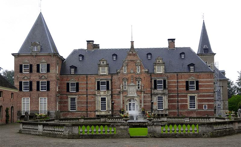 Profilen jaumo schloss vor Schloss Thurn